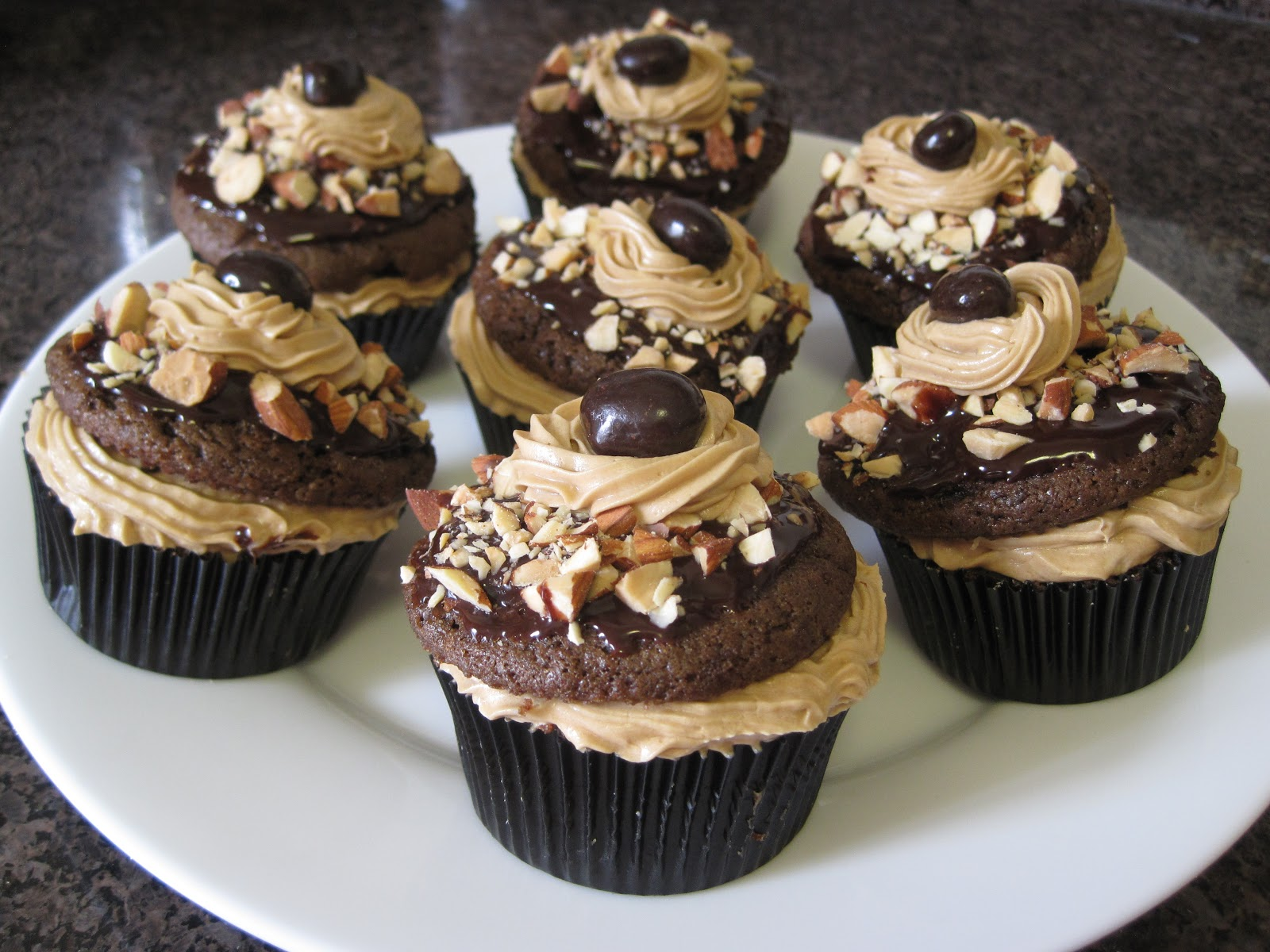 Cookie Almond Cupcakes