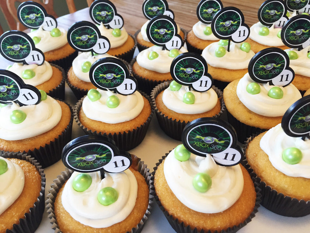 16Xbox Video Game Party Cupcakes